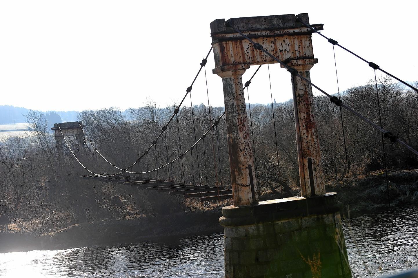 devenicks-bridge.jpg