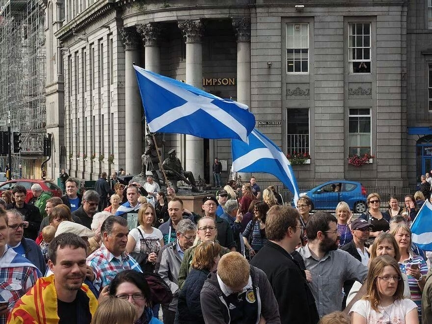 Pro-independence supporters in the Castlegate, Aberdeen. Credit: Yes Aberdeen.
