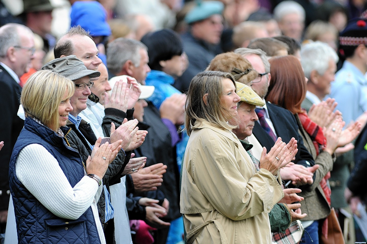 The crowd applauds the Queen's arrival. Credit:  Kami Thomson.