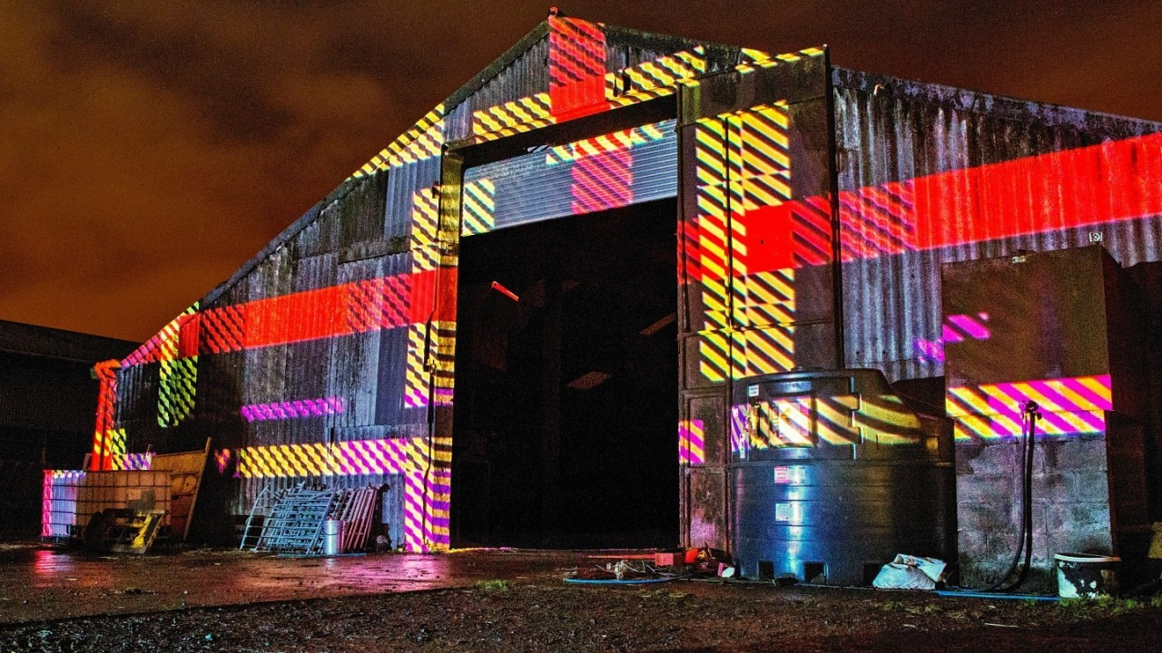 3D projection mapping techniques were used to create the spectacular nocturnal light display, transforming the farm's barns and log cabin into tartan masterpieces