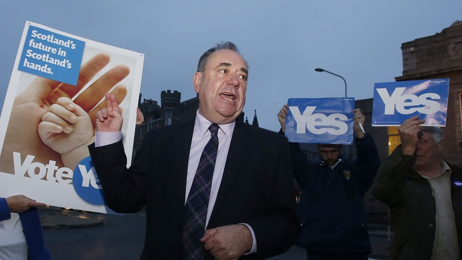 Academic research has dismissed Alex Salmond's claim that the last minute promise of extra powers for Scotland swung the independence referendum.