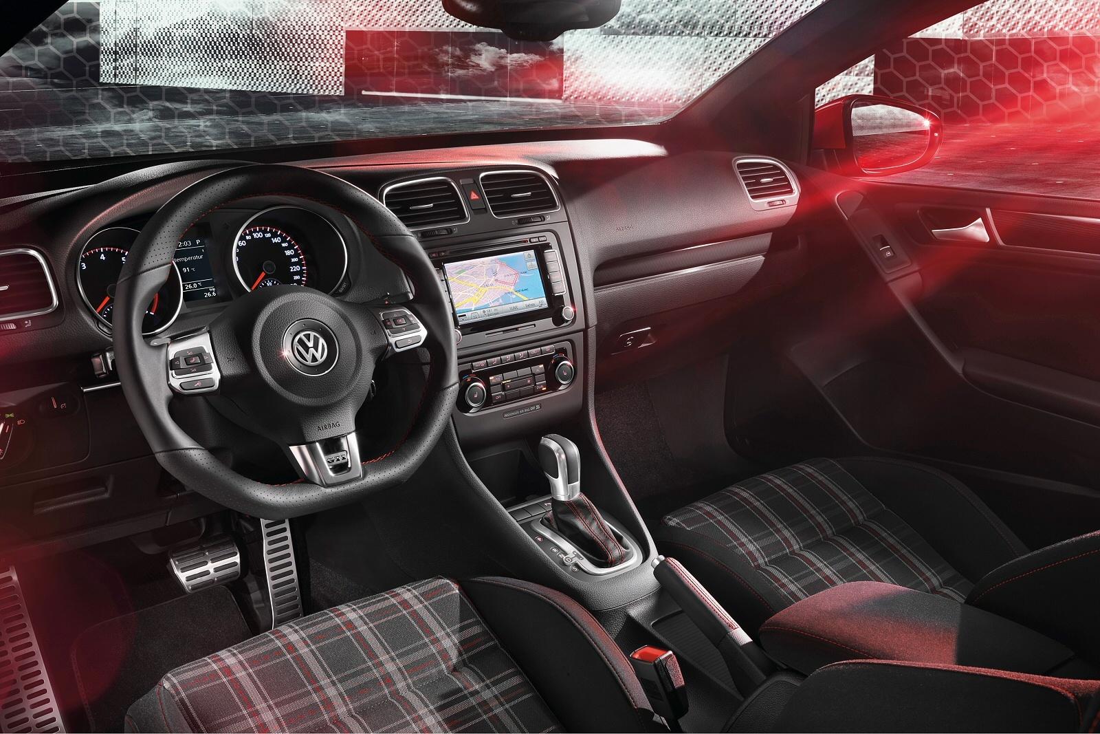 VolkswagenGolfGTICabriolet0812Int