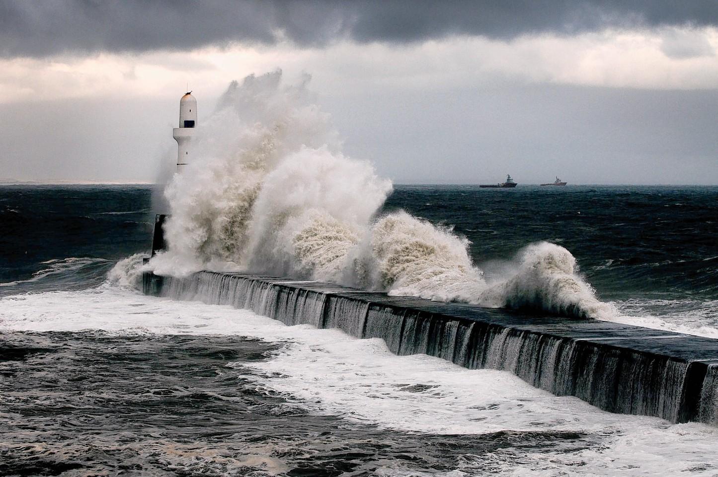Waves along the Aberdeen coastline