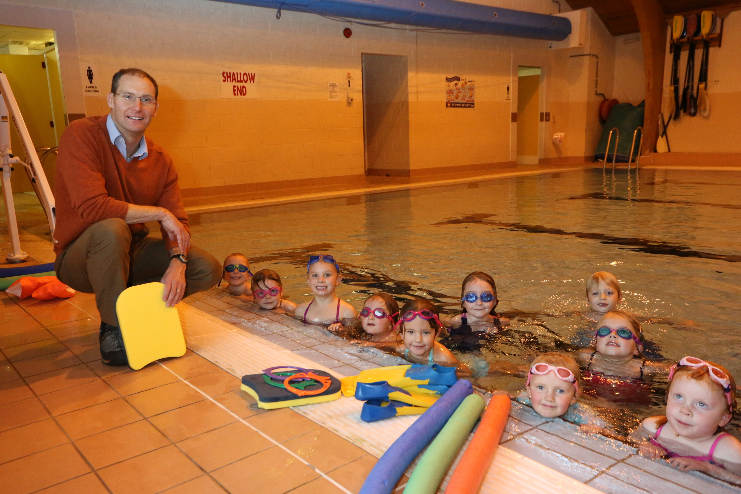 Pool manager Brian O'Rourke with children taking part in a swimming lesson at Mallaig Swimming Pool. By Caroline MacKinnon