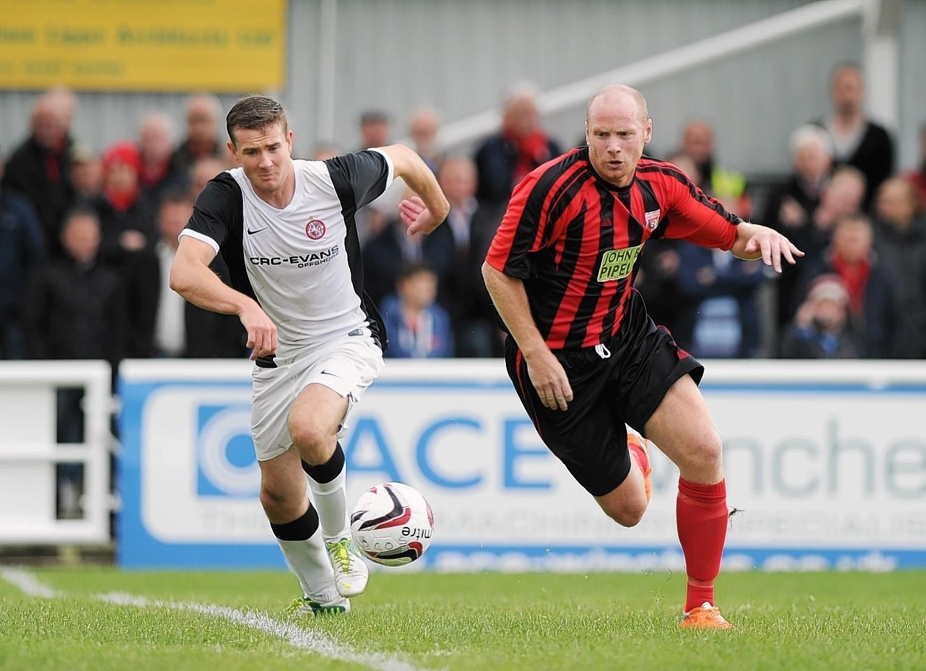 Locos striker Martin Bavidge