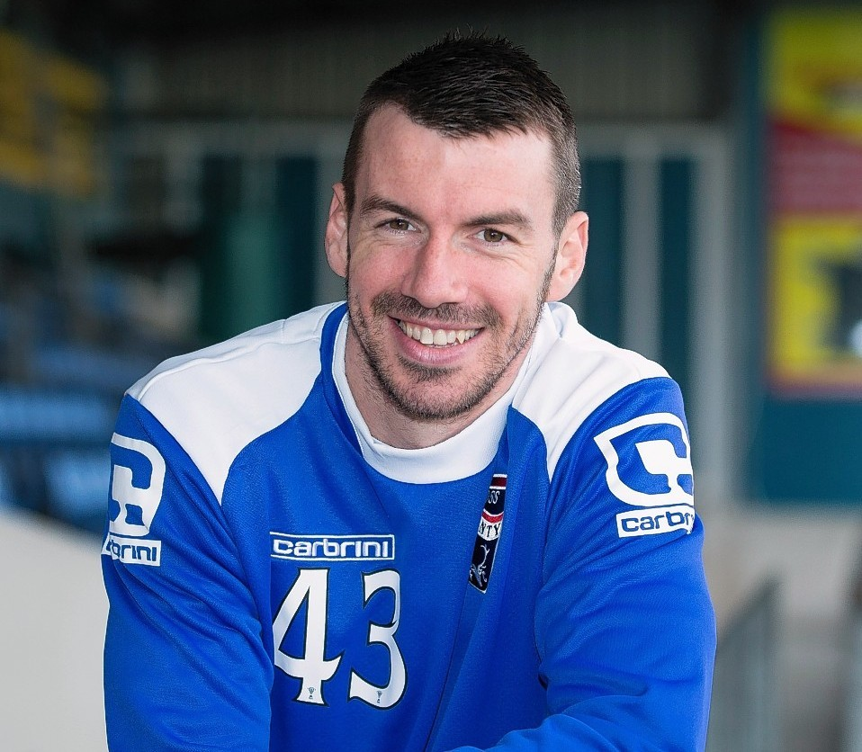 Paul Quinn has agreed to stay in Dingwall until the summer