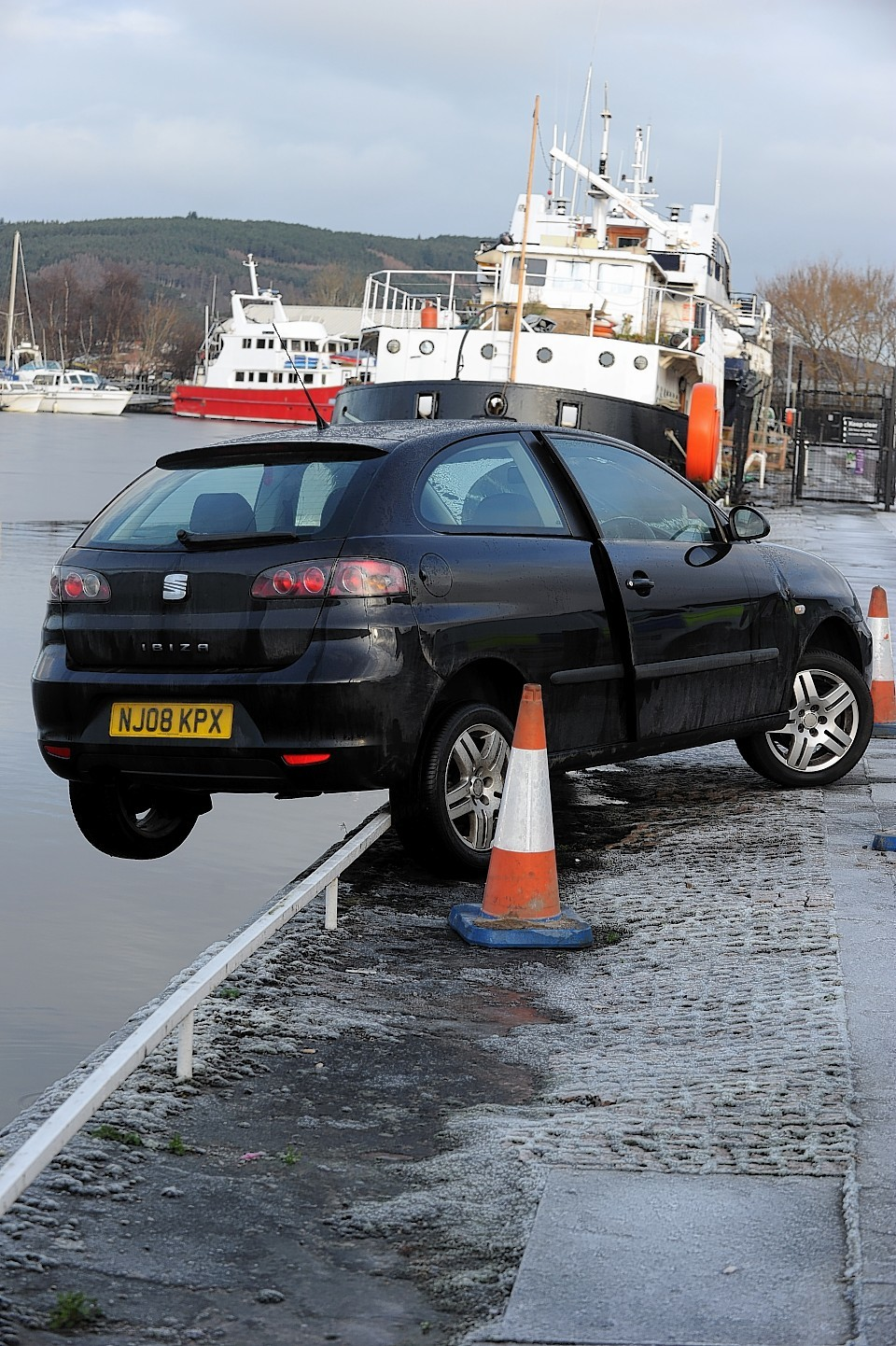 The car which was left teetering over Muirtown Basin