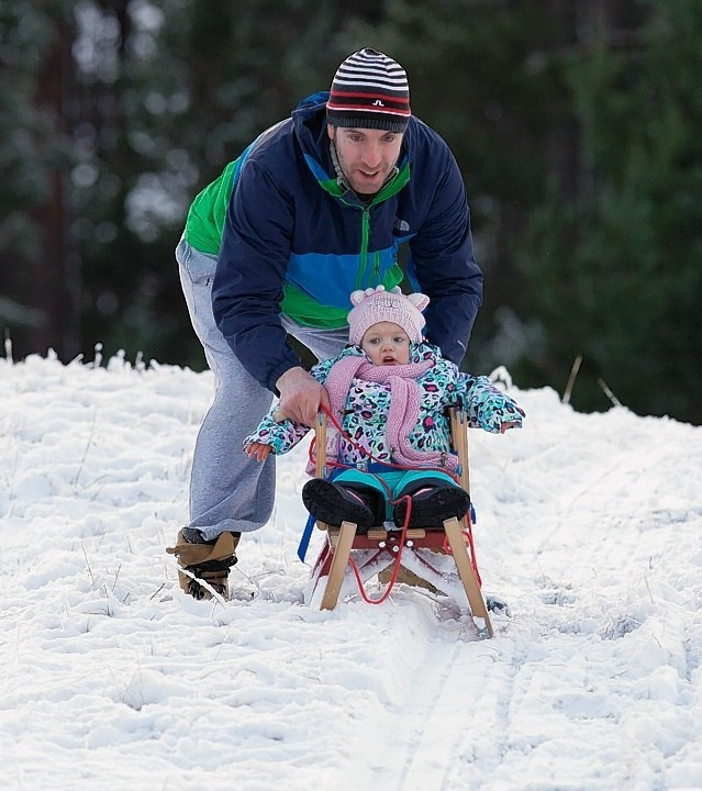 18month old Masie is gently eased down the slope for her first sledging lesson by dad Chris Helik from Aviemore. Picture: Paul Campbell