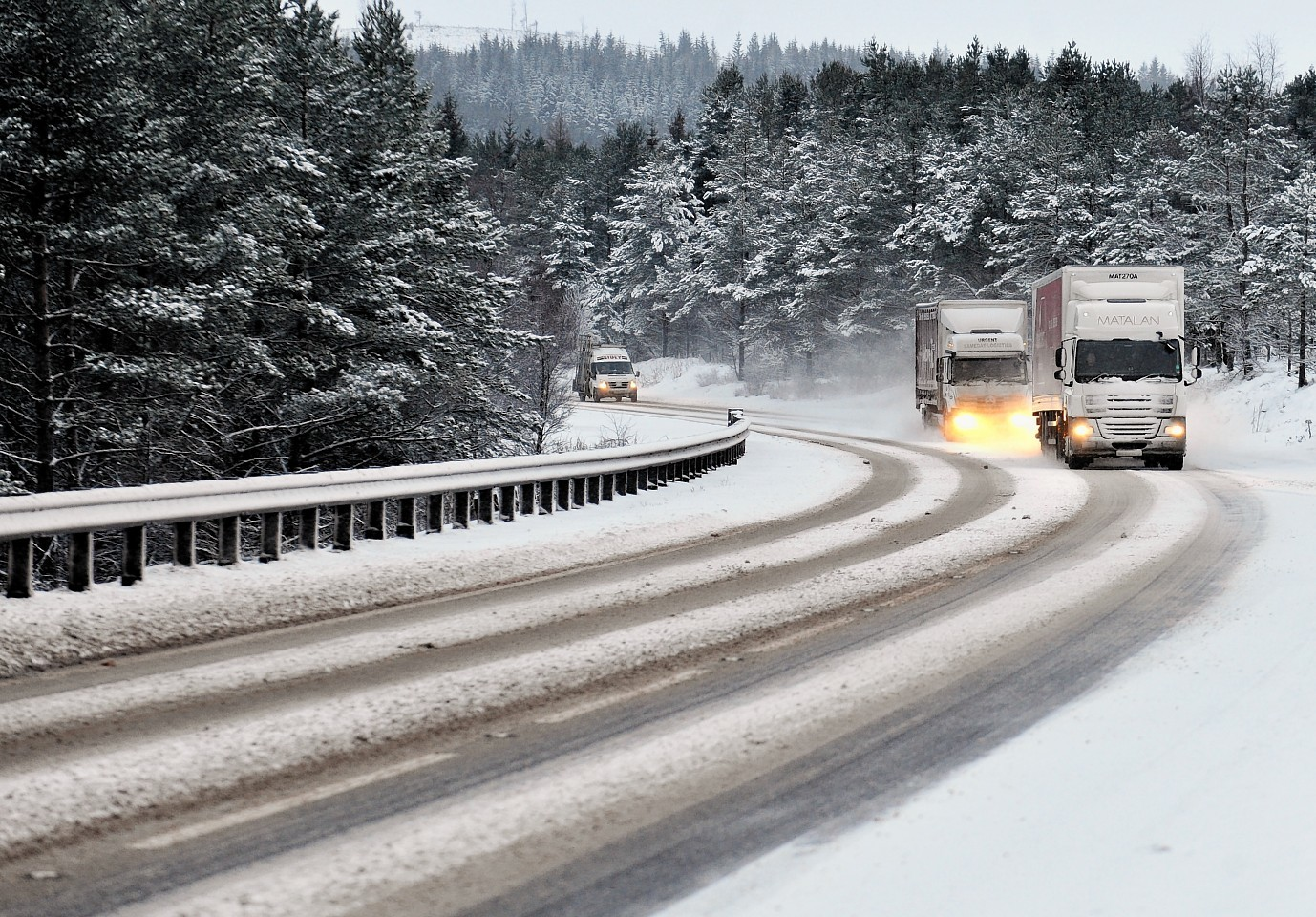 Lorries going through the snow on the A9