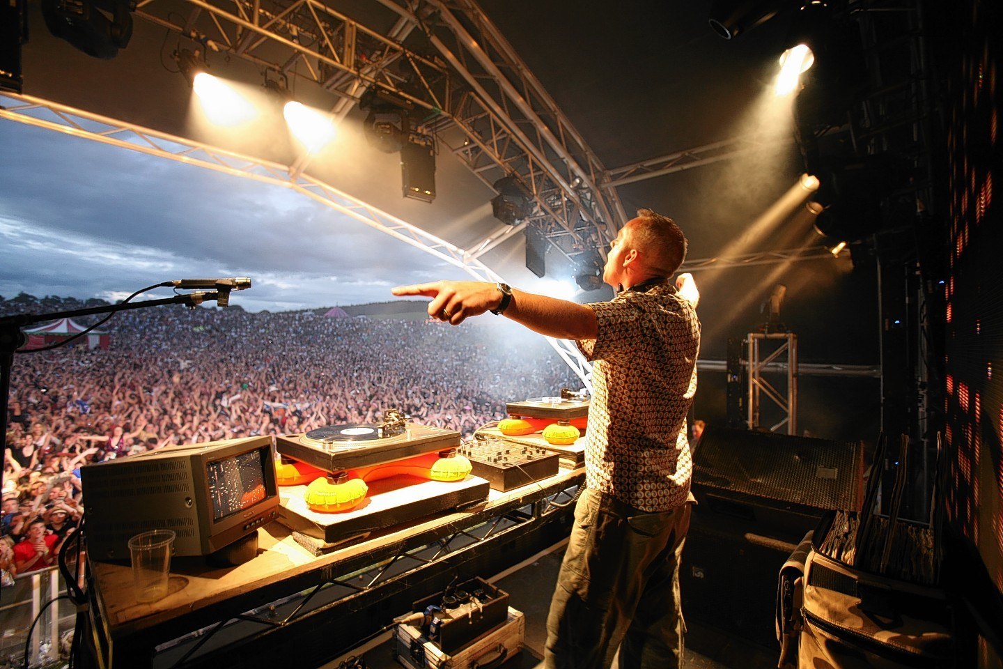 Fatboy Slim plays to the crowd in 2006