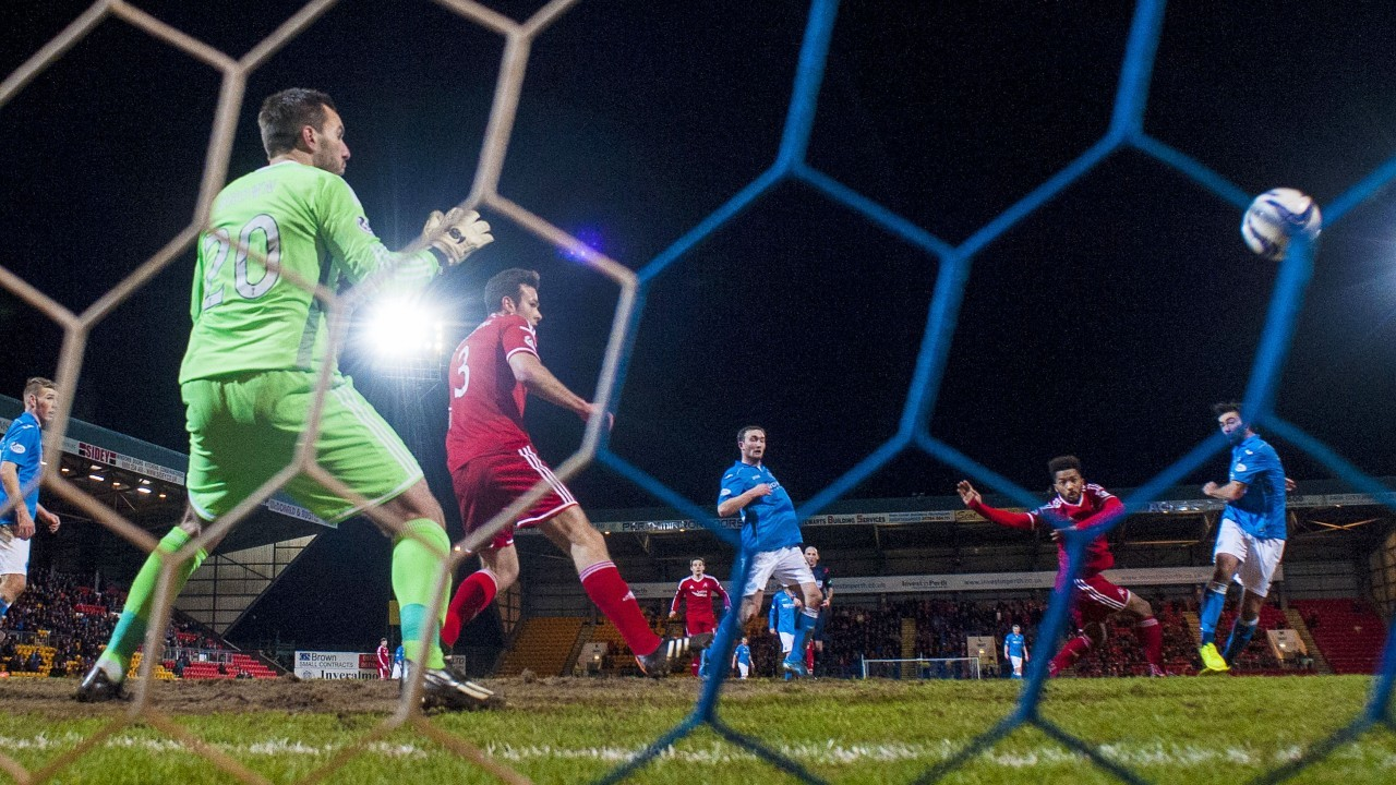 Simon Lappin volleys home the opening goal