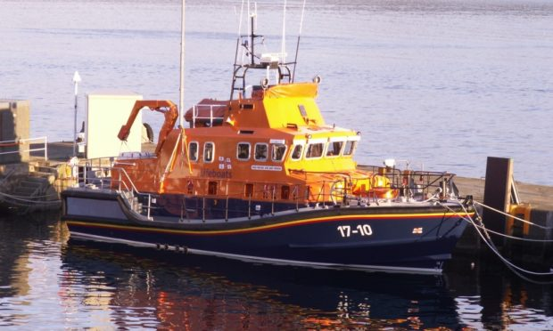 Lerwick Lifeboat was called to provide assistance.