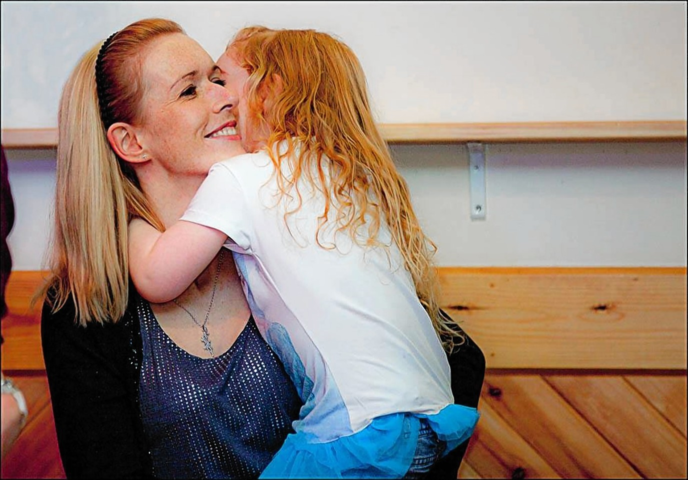 Anna Smith hugs her daughter Ava