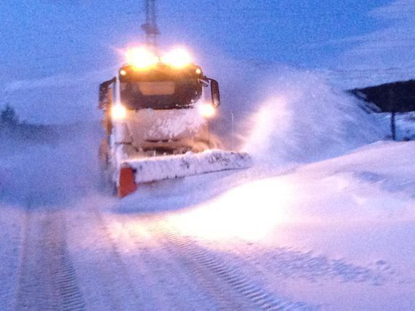 Snow teams clearing the way between Dalwhinne and Laggan