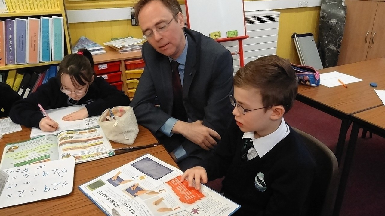Gaelic Minister and Isles MSP, Alasdair Allan visited Breasclete School