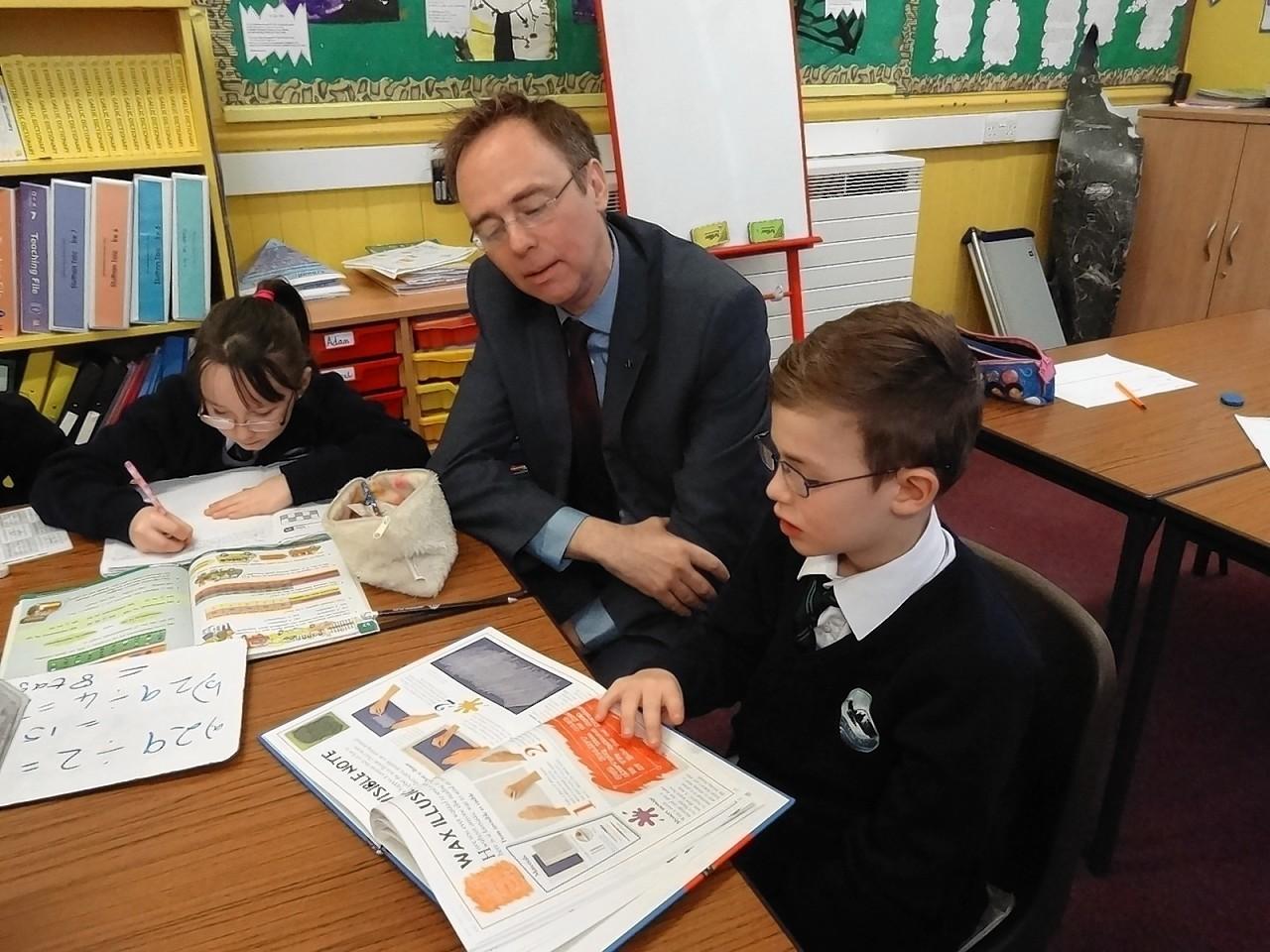 Gaelic Minister and Isles MSP, Alasdair Allan visited Breasclete School