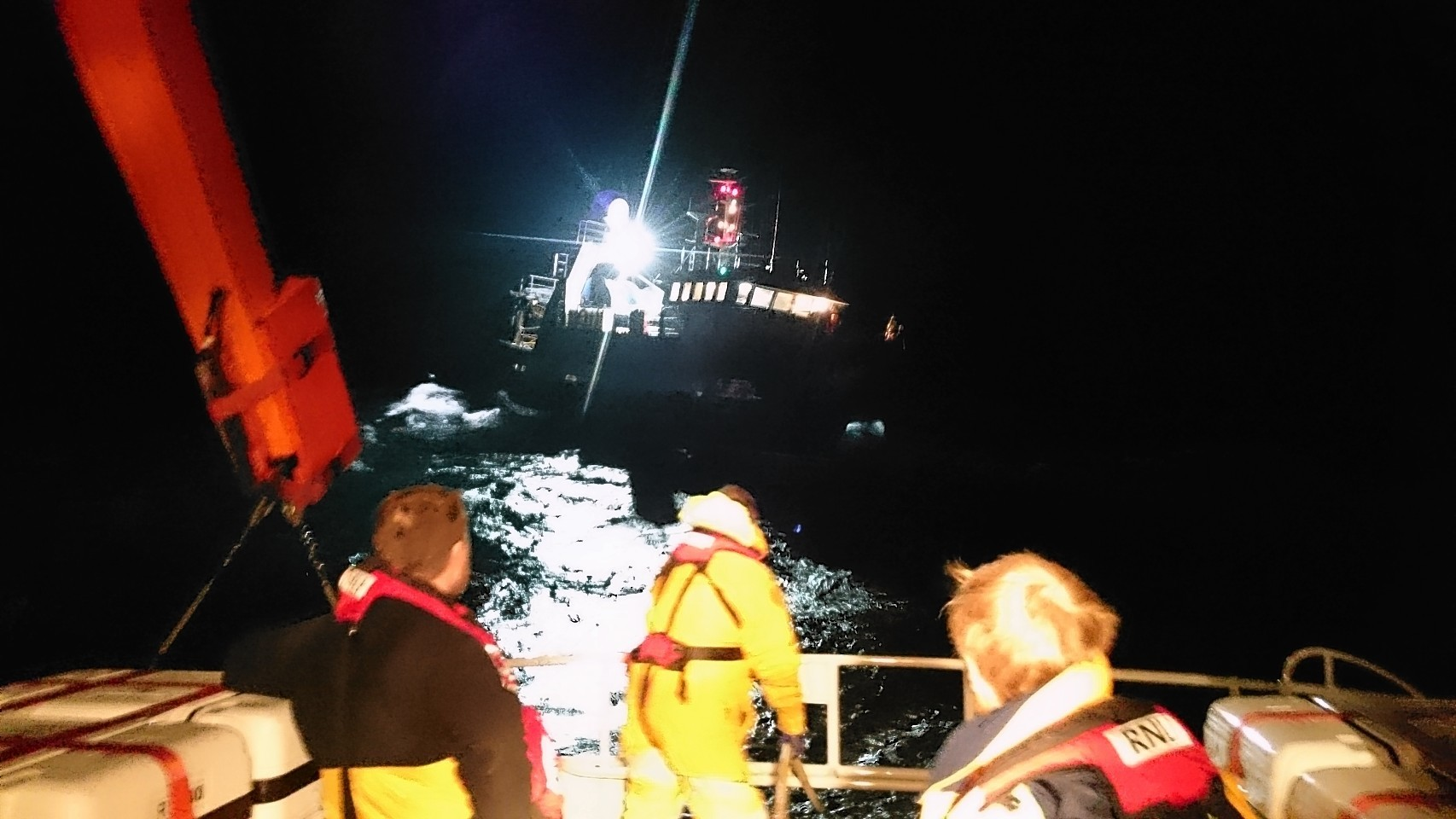 Stromless lifeboat volunteers towed the fishing boat to safety