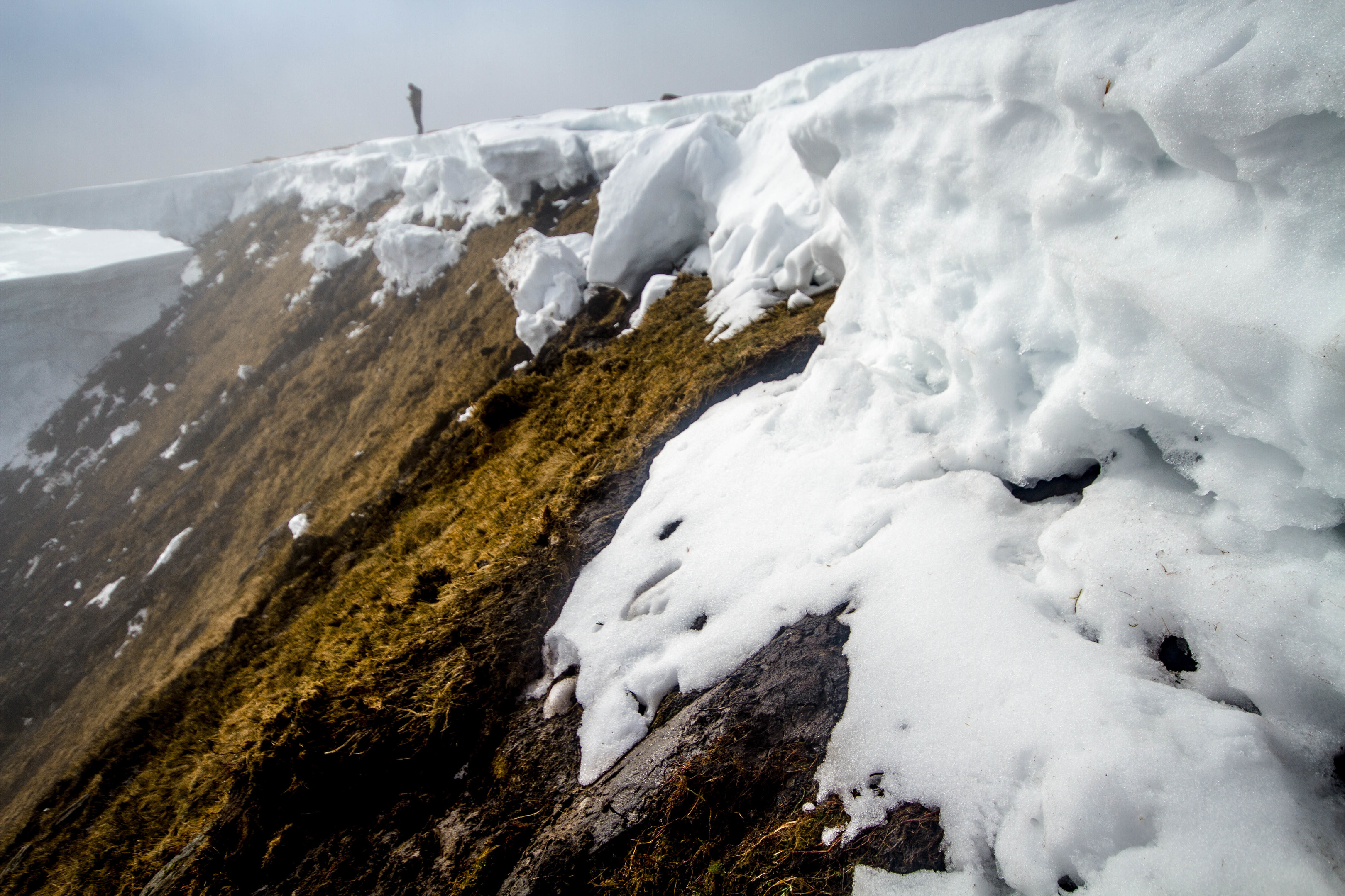The avalanche was so severe that it completely removed snowcover, in some places metres deep, from the mountainside.