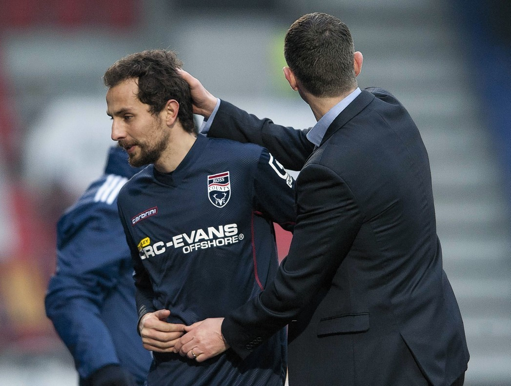 Midfielder Raffaele De Vita has committed to Ross County for the next two years.