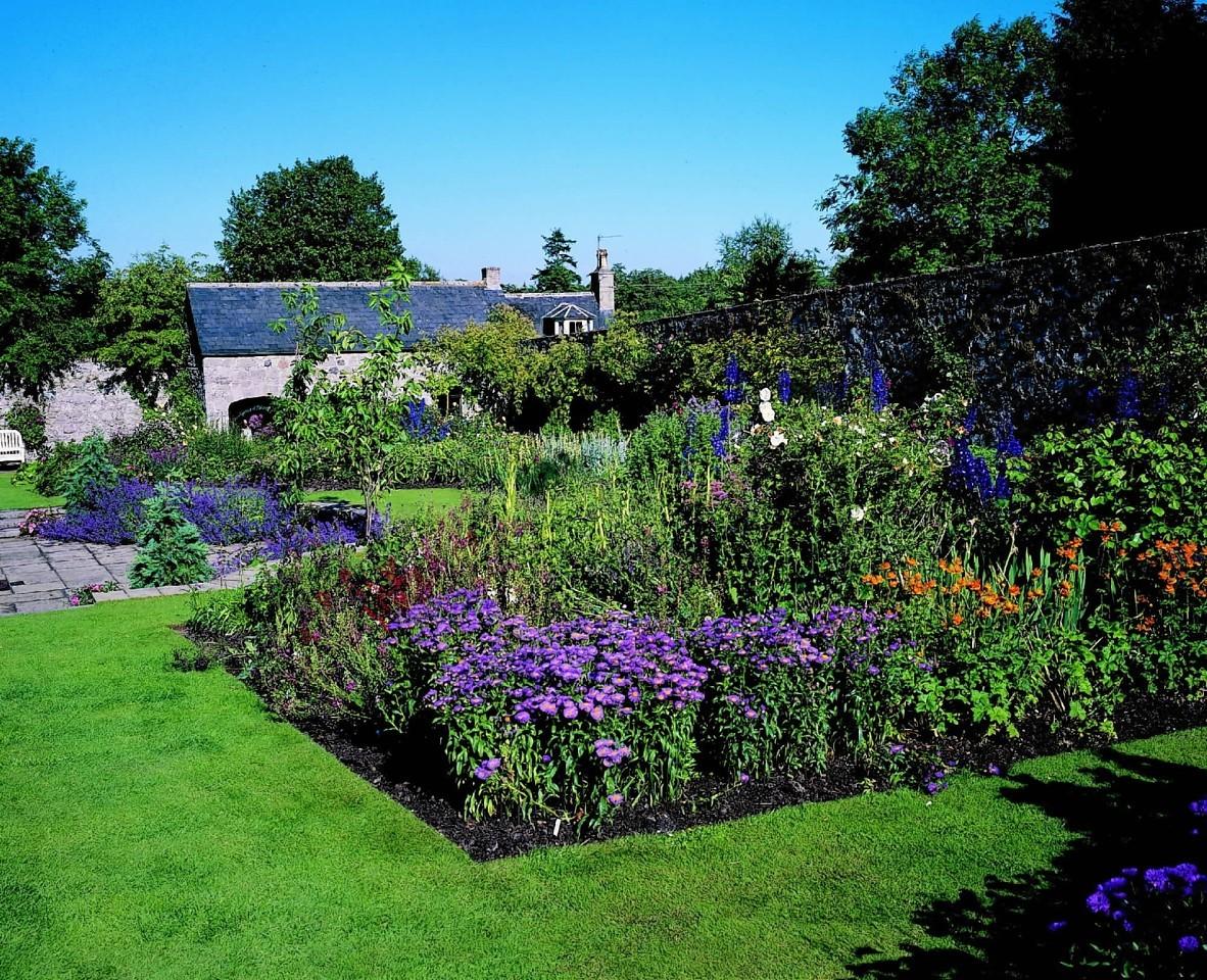 Drum Castle Gardens