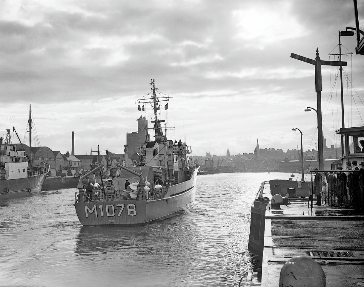 Aberdeen-Harbour-ships-13