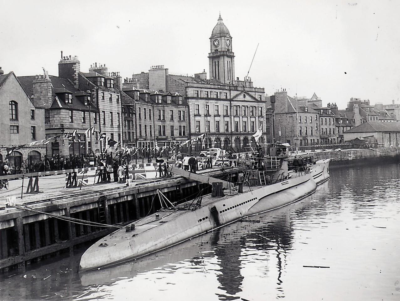 Aberdeen-Harbour-ships-15