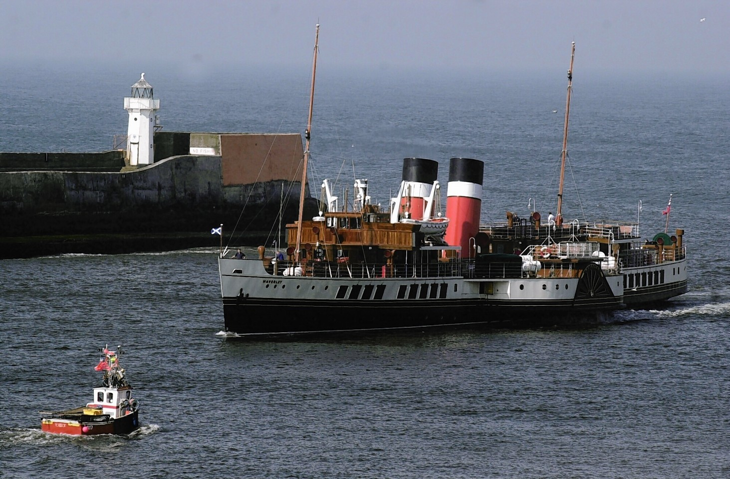Aberdeen-Harbour-ships-16