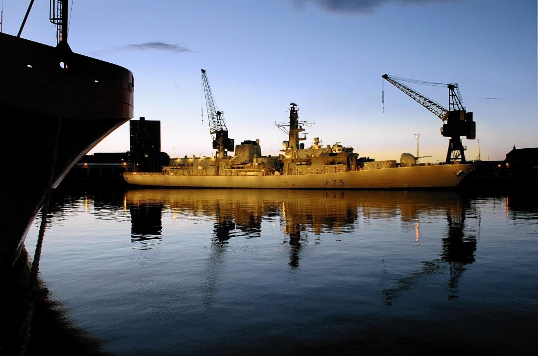 Aberdeen-Harbour-ships-18