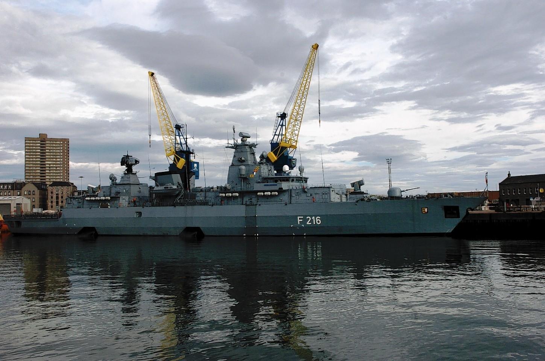 Aberdeen-Harbour-ships-20