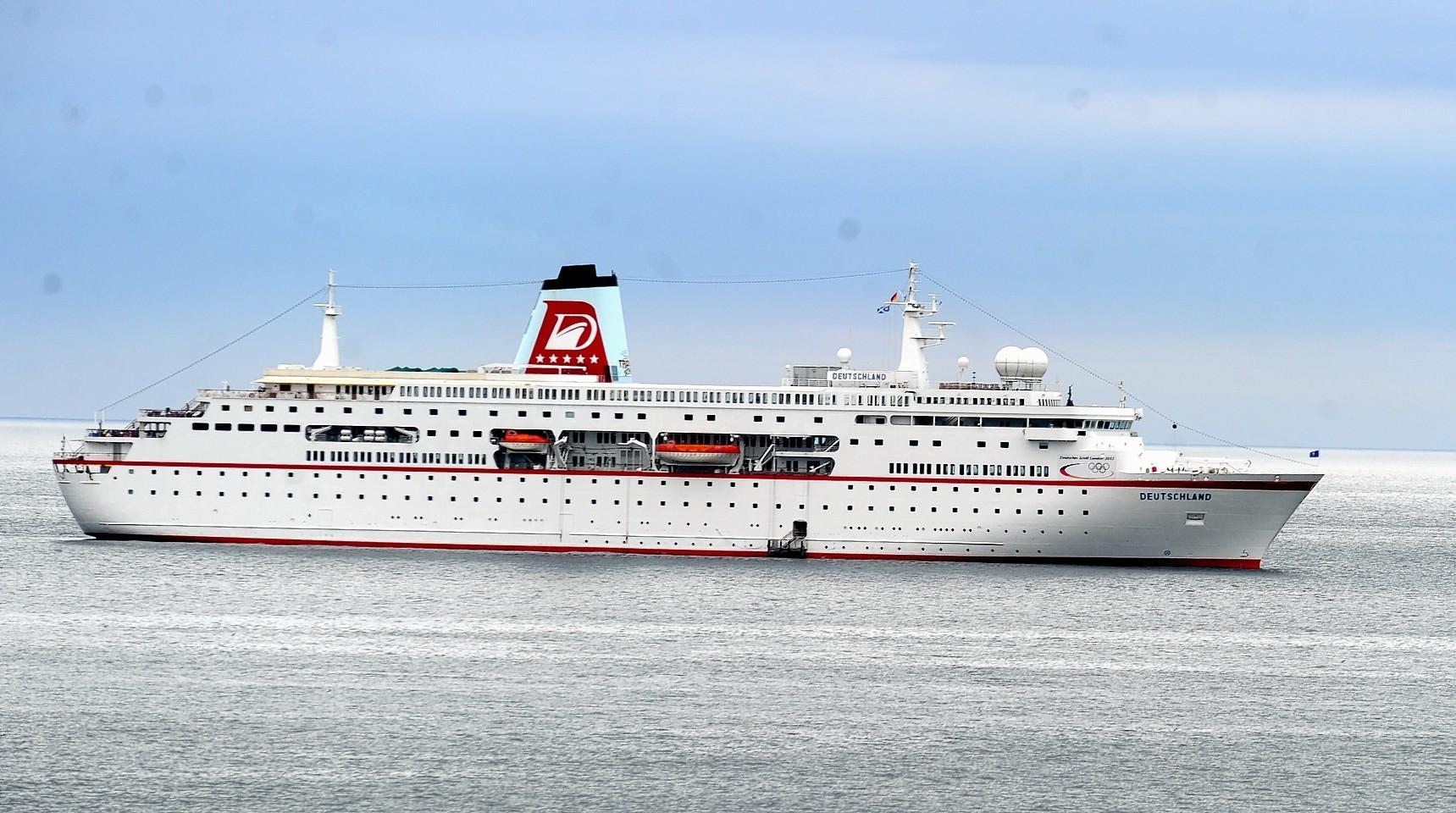 Aberdeen-Harbour-ships-21