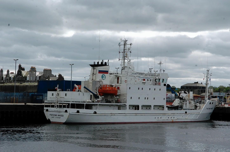 Aberdeen-Harbour-ships-22