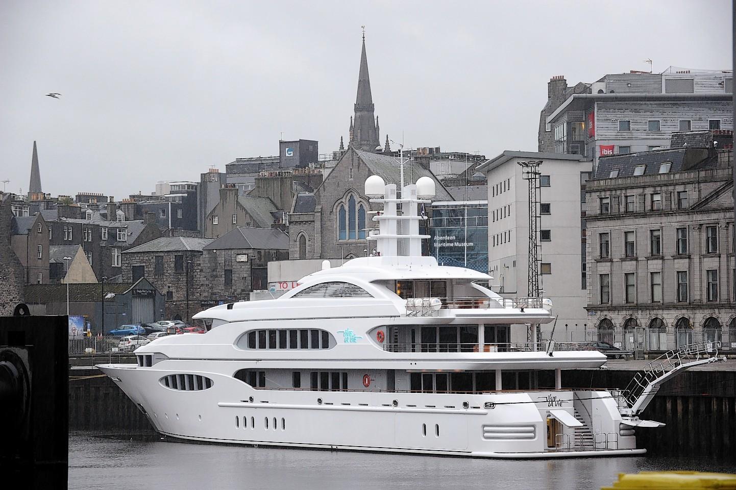 Aberdeen-Harbour-ships-23