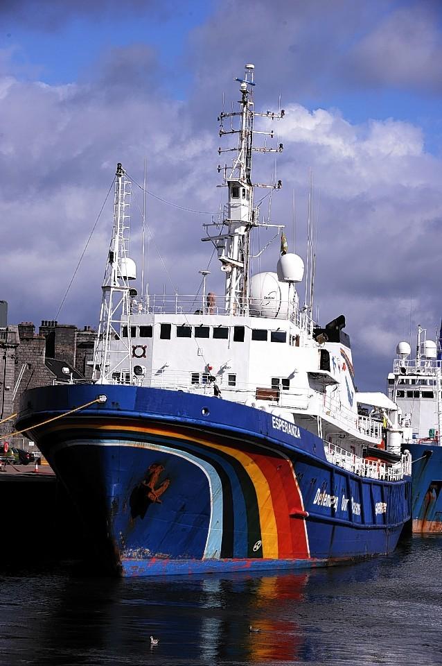 Aberdeen-Harbour-ships-25