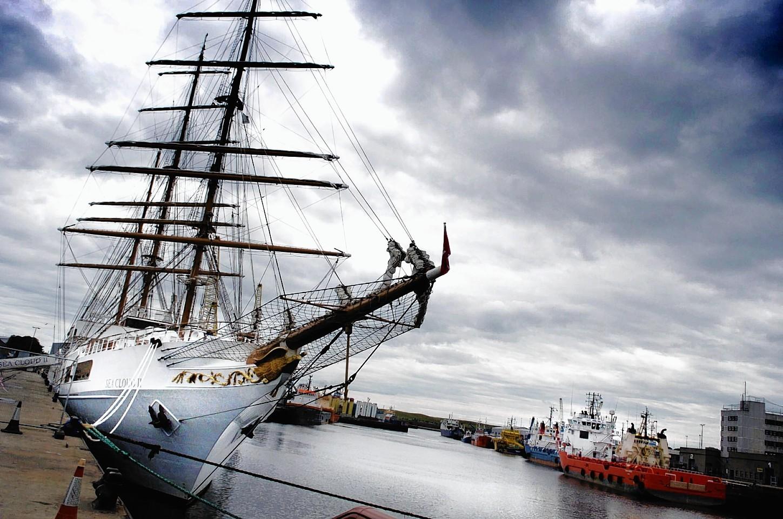 Aberdeen-Harbour-ships-28