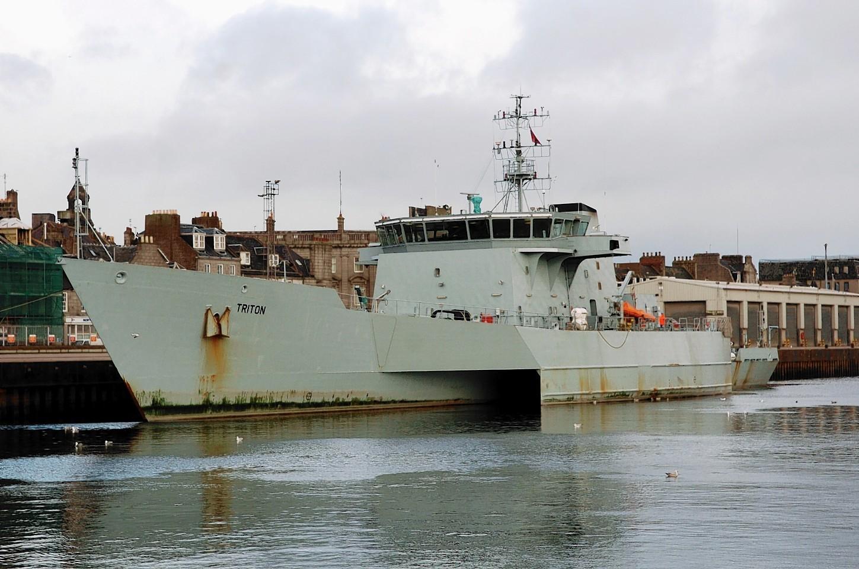 Aberdeen-Harbour-ships-30