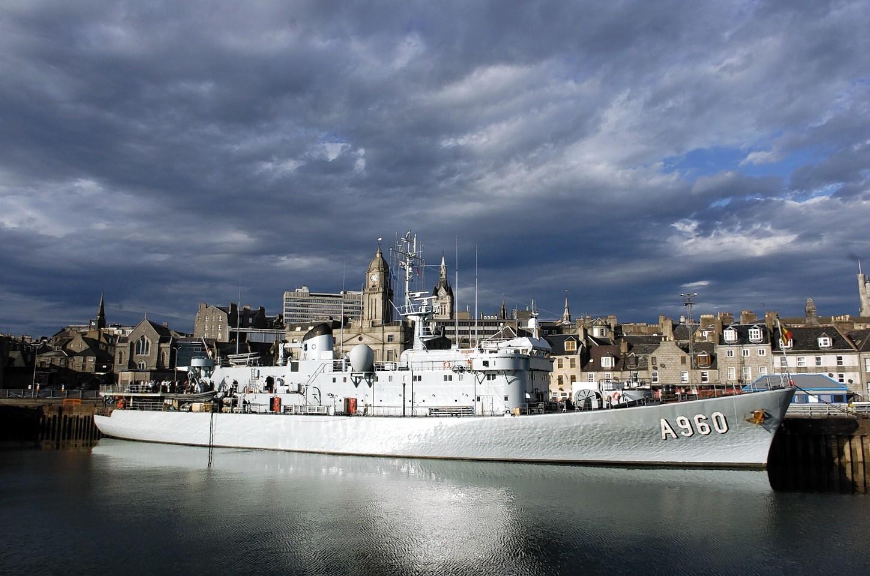 Aberdeen-Harbour-ships-31