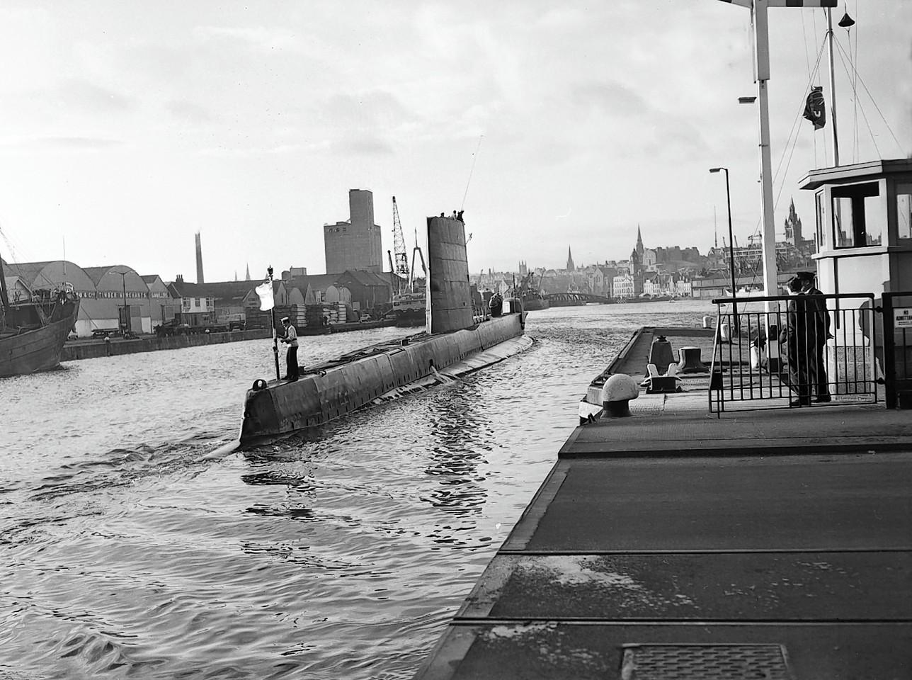 Aberdeen-Harbour-ships-34