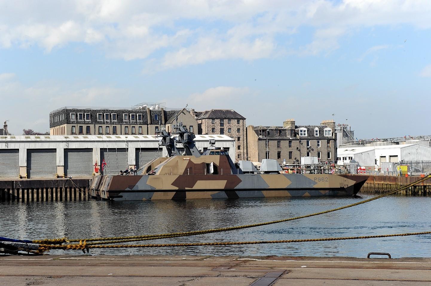 Aberdeen-Harbour-ships-35