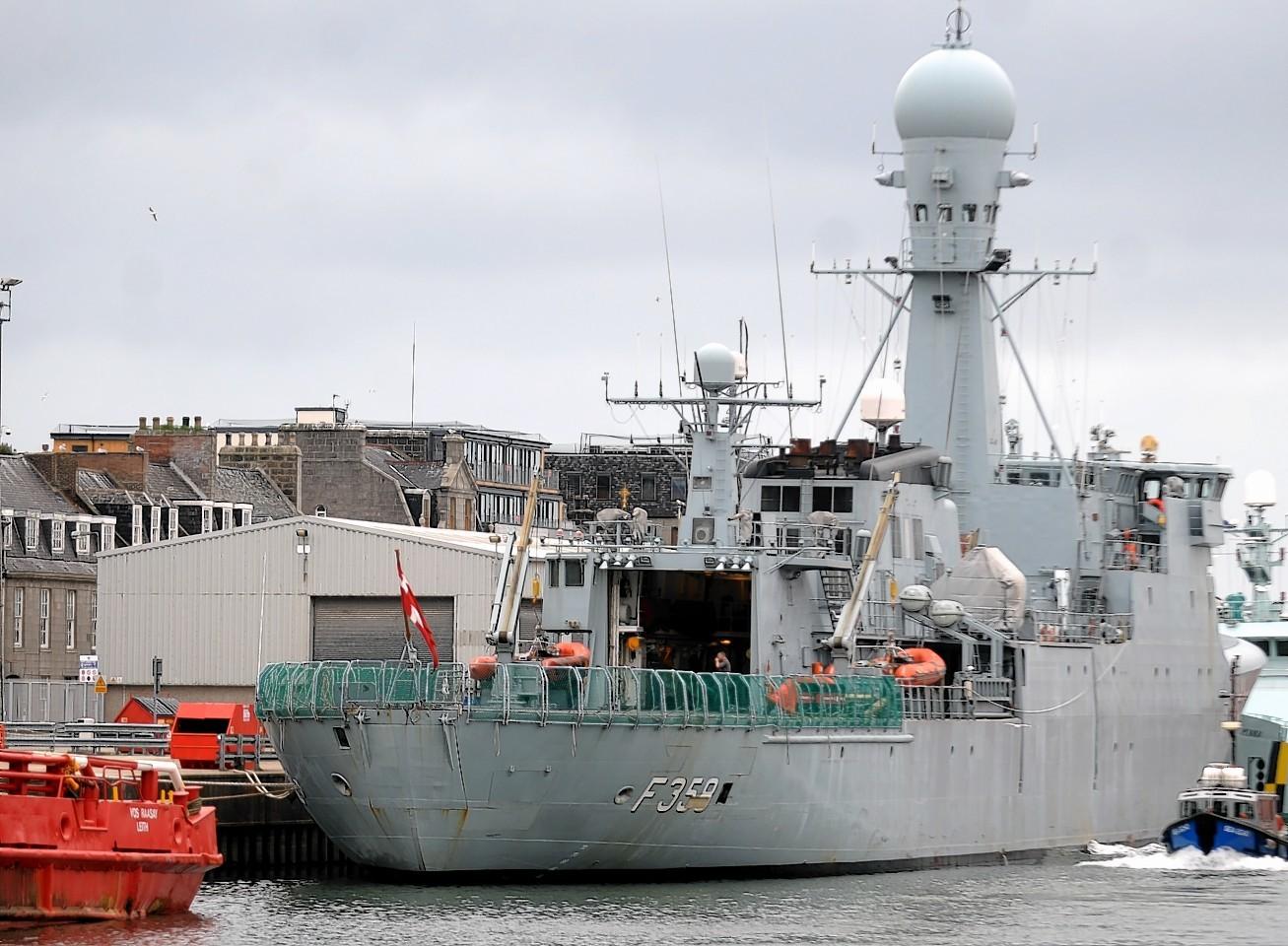 Aberdeen-Harbour-ships-6
