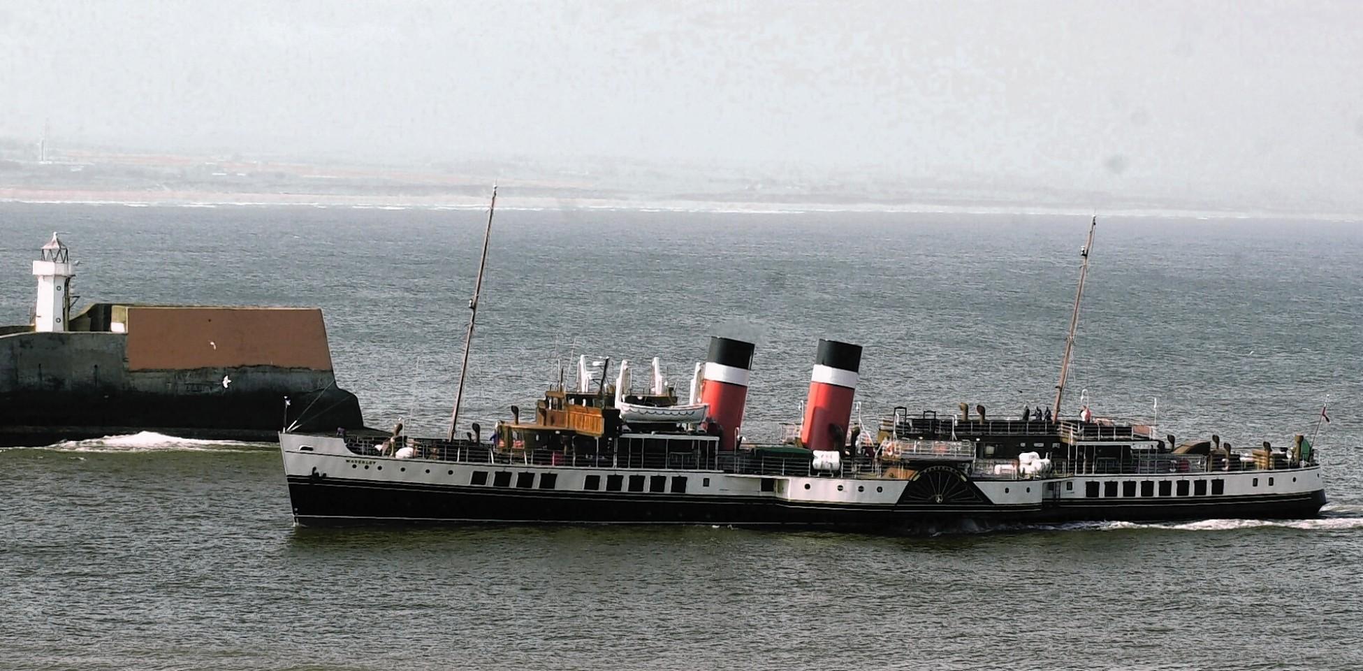 Aberdeen-Harbour-ships-8