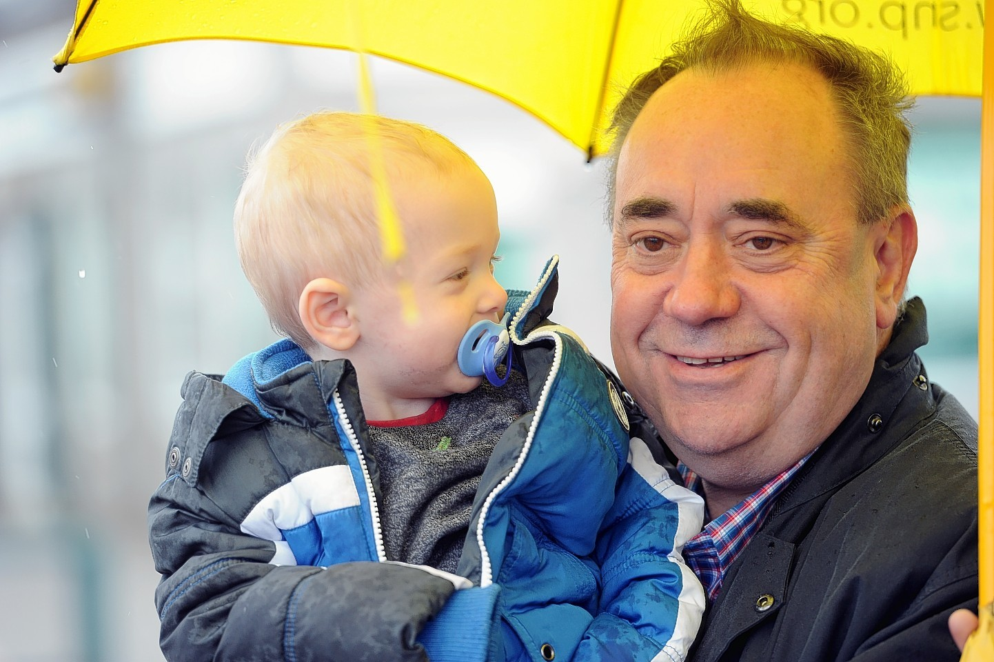 Alex Salmond on the streets campaigning in Kemnay