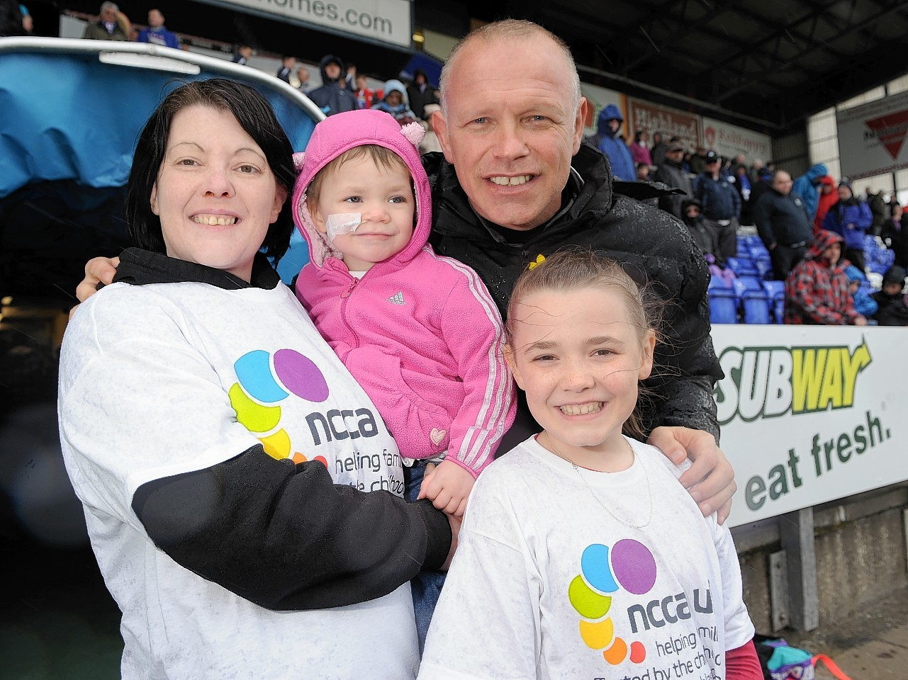 Eileidh Paterson with mother gail, sister Cerys and Inverness manager John Hughes last year