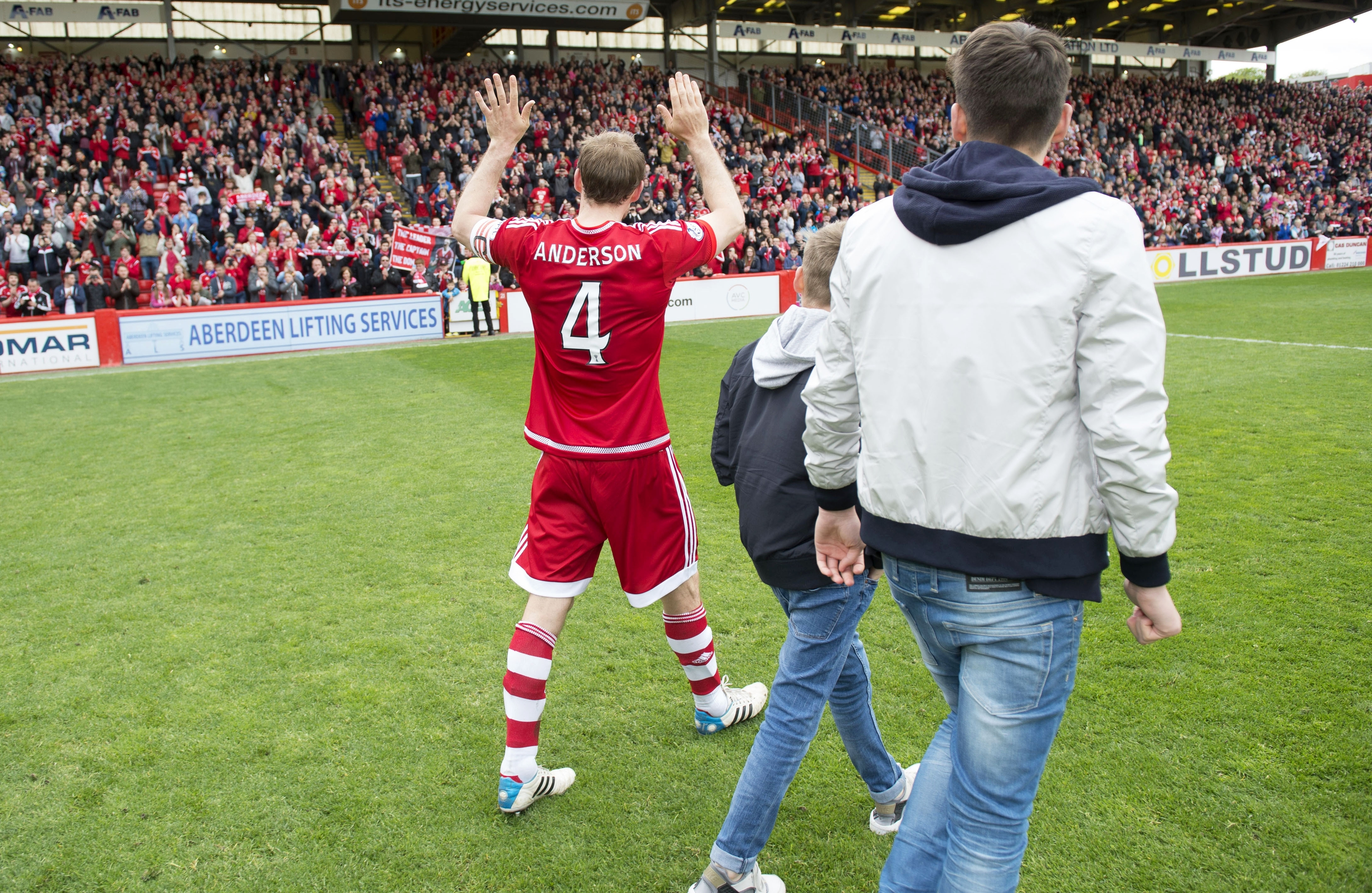 Anderson says his final goodbyes to the Dons support