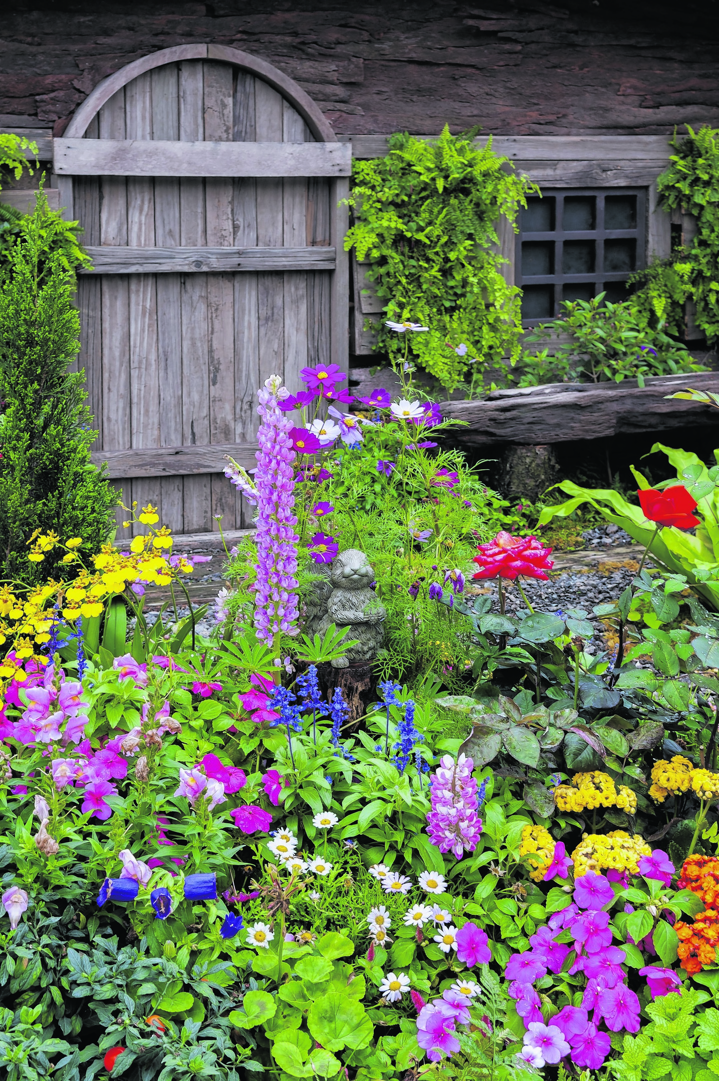 A Generic Photo of a colourful garden. See PA Feature GARDENING Front. Picture credit should read: PA Photo/thinkstockphotos. WARNING: This picture must only be used to accompany PA Feature GARDENING Front.