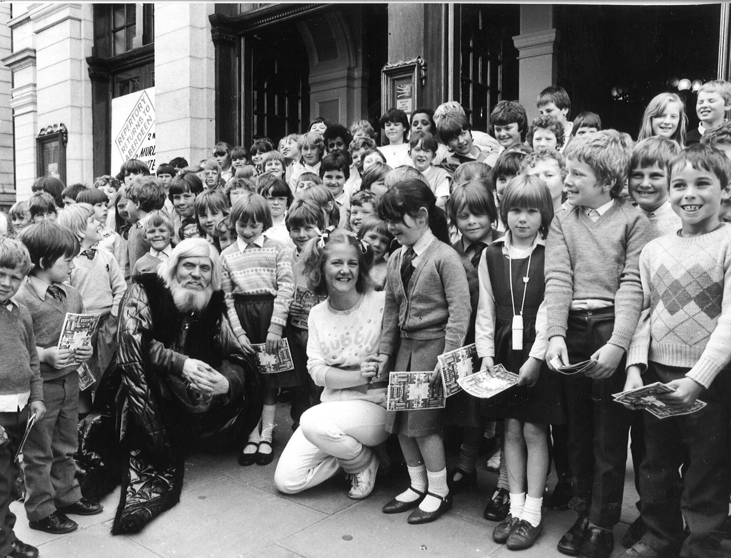 Pupils from St Combs Primary met the cast of Mr Merlin in 1985.