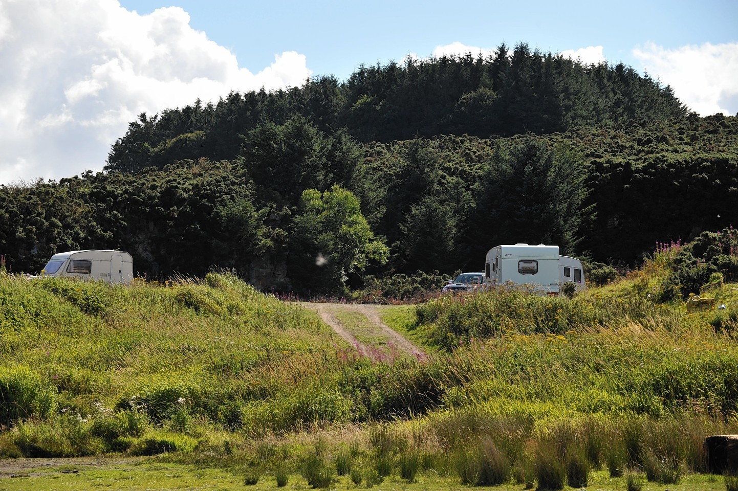Travellers at Aikey Brae