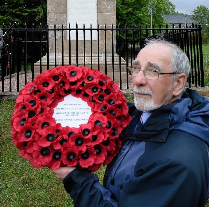Roddy Mainland with the wreath to remember all Lochaber men who fought at Waterloo