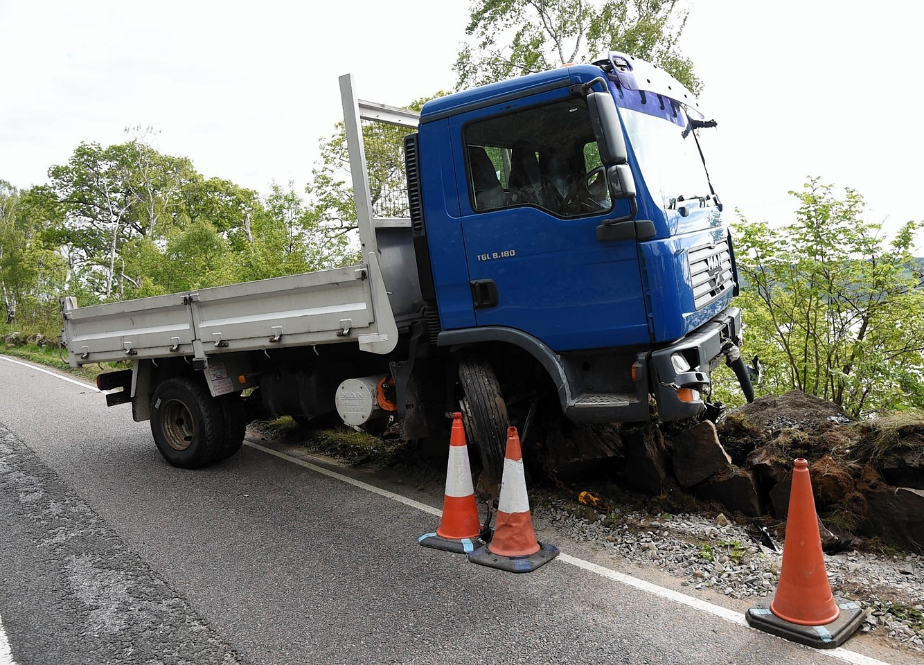 The lorry off the road approx half a mile north of the Clansman Hotel on the A82 Inverness to Drumnadrochit road.