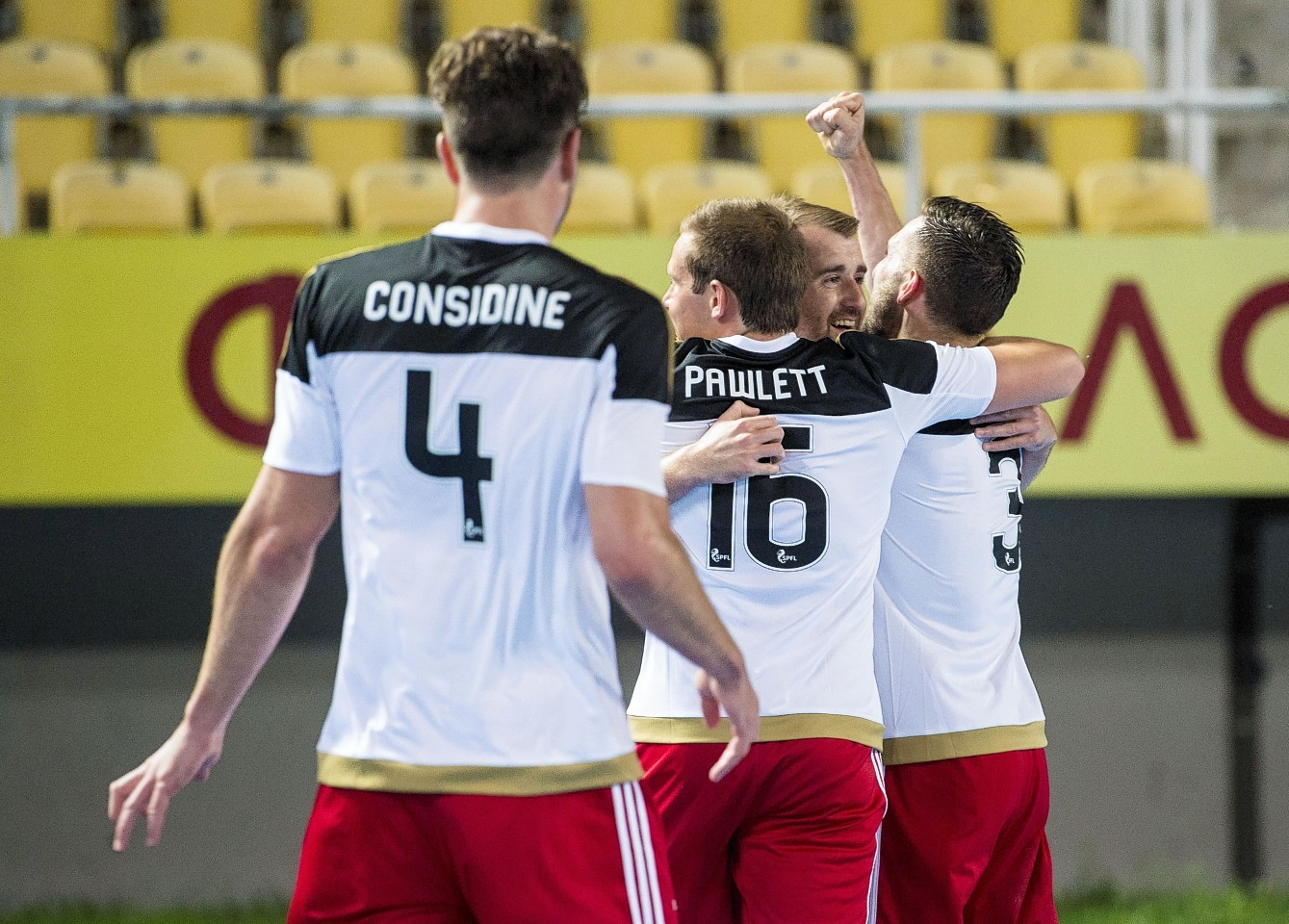 Graeme Shinnie, Peter Pawlett and Andrew Considine congratulate McGinn on his goal