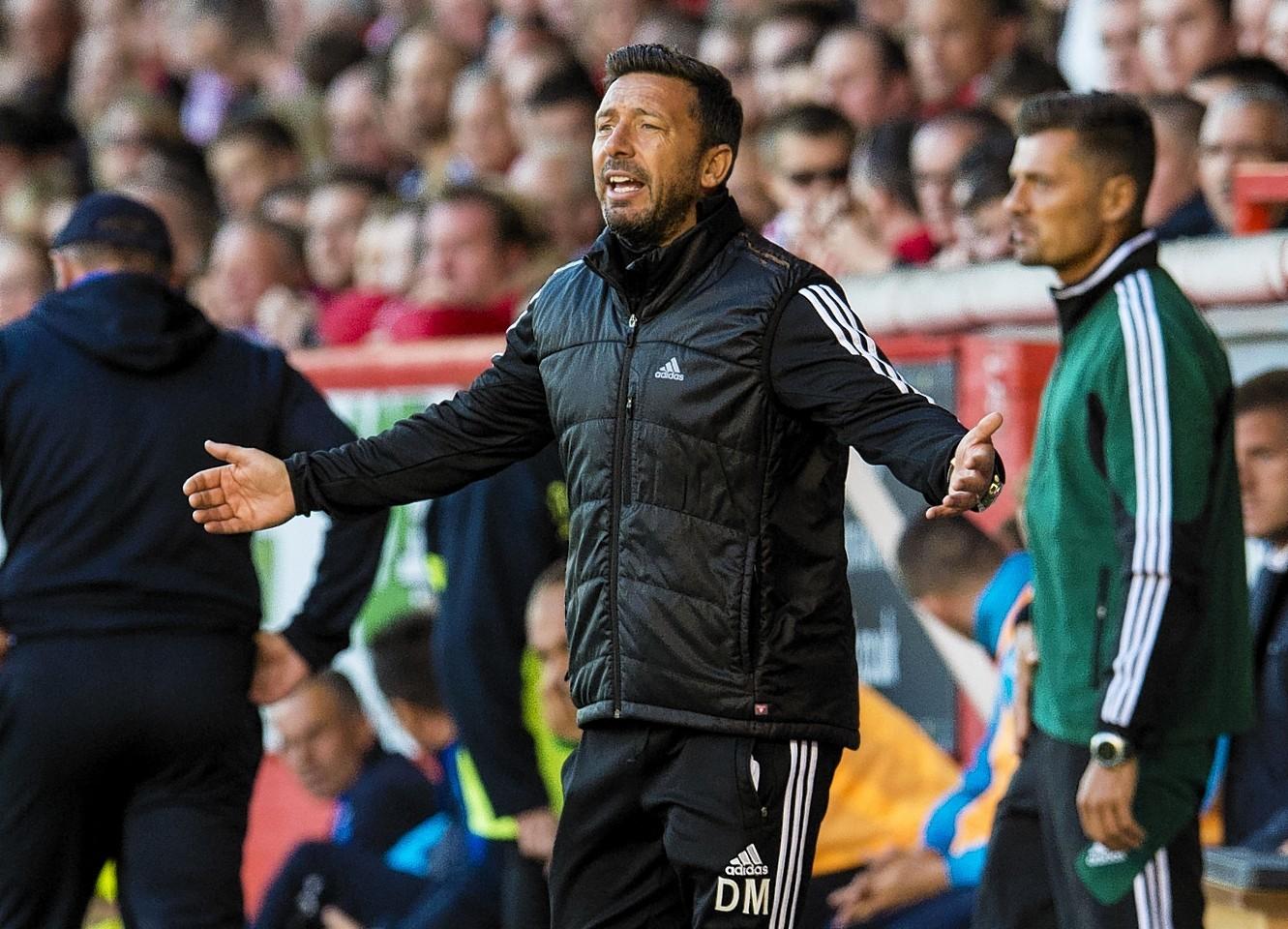 Derek McInnes encourages his players